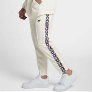 EUC✨ NIKE Taped Poly Track Pants